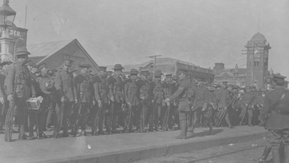 Troops leaving Hastings for Awapuni, 11 August 1914, gifted by Stan Wright. Collection of Hawke's Bay Museums Trust, Ruawharo Tā-ū-rangi, m74/72, 4923(b)