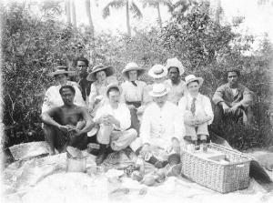 Group portrait, Samoa, 18 July 1899 photographed by Russell Duncan (b.1855, d.1946) gifted by Jasper Herrick collection of the Hawke's Bay Museums Trust, Ruawharo Tā-ū-rangi, m96/6-3